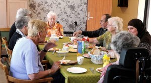 Involucrar a los pacientes en sus propias vidas: El caso de Hogeweyk, el pueblo holandés que acoge a enfermos de Alzheimer