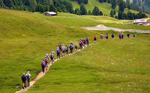 Unirse a un grupo de caminatas, puede ayudarnos a crear nuevas amistades